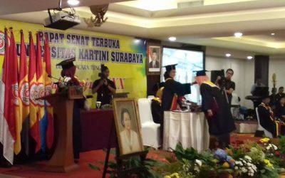 Universitas Kartini Surabaya Wisuda Ratusan Wisudawan Berkualitas Tinggi
